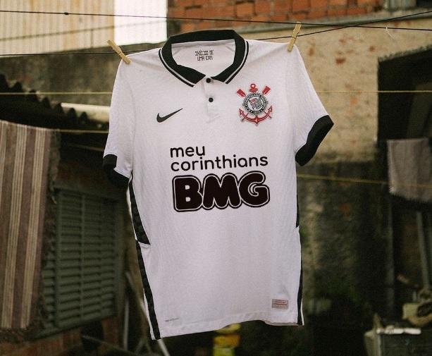 BMG desafia torcida do Corinthians para trocar cor da logomarca
