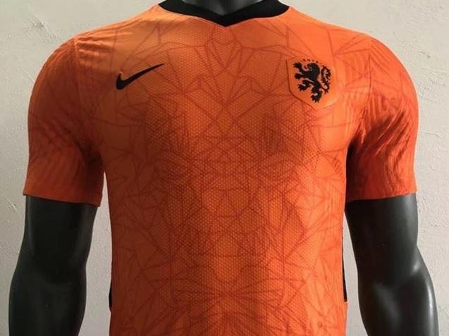 Repelente imagen ducha  Pandemia leva Nike a adiar lançamentos de uniformes da Euro